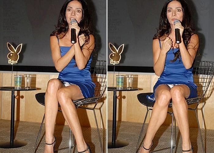 Ao posar pela 2ª vez na capa da 'Playboy', a atriz Cláudia Ohana estava tão concentrada respondendo as perguntas dos jornalistas na coletiva de imprensa da revista que não percebeu que sua calcinha estava à mostra (nov.2008).