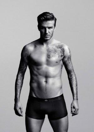 David Beckham (36) posou só de cueca para divulgar sua nova linha de roupas íntimas em parceria com a marca H&M.