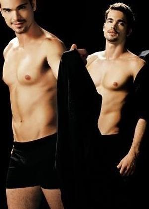 """Edição da revista """"Nova"""" de setembro de 2007 publicou fotos sensuais de galãs da TV dizendo o que mais gostam nas mulheres. """"Calcinha básica com regata me deixa louco"""", contou Sidney Sampaio"""