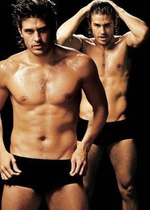 """Edição da revista """"Nova"""" de setembro de 2007 publicou fotos sensuais de galãs da TV dizendo o que mais gostam nas mulheres. Dado Dalabella amaria receber um strip-tease de uma atleta com """"o corpo bem torneado"""", disse"""