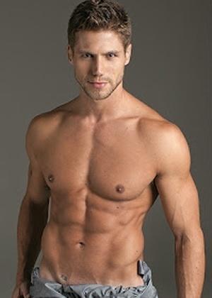 """O ex-BBB Jonas posou para as lentes do fotógrafo Fernando Torquatto em ensaio sensual para a revista """"Quem"""" (abril/2012)"""