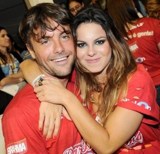 Ela é irmã do também ator Kayky Brito. Na imagem, os irmãos estão no camarote Brahma, no Sambódromo de São Paulo (5/3/11)