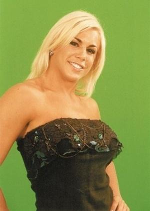 Joana Prado ficou famosa pelo papel de Feiticeira; hoje está afastada da carreira artística e, evangélica como Belfort, virou dona de casa para a família nos EUA (foto de 2002)