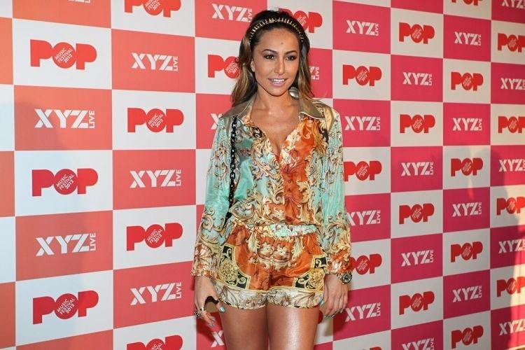 """Sabrina Sato diz que """"foi comportada"""" para encontro com J-Lo no Pop Music Festival em São Paulo (23/6/12)"""
