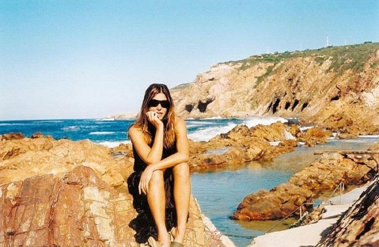 """A apresentadora Fernanda Lima grava o programa """"Mochilão"""", da MTV, em Fernando de Noronha (PE) (2003)"""
