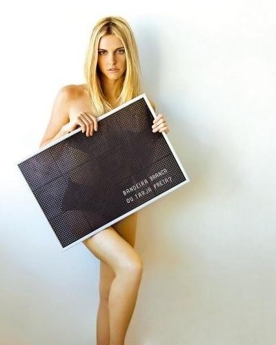 """A atriz e apresentadora Fernanda Lima posa para foto para a revista """"Onze"""" (23/7/09)"""