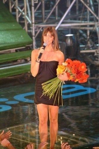 Fernanda Lima apresenta a cerimônia de entrega dos prêmios do VMB 2003 (Video Music Brasil)