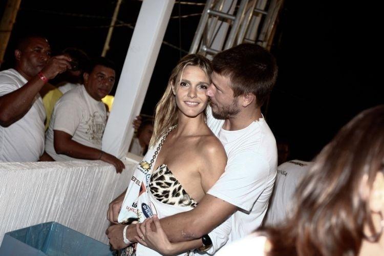 Fernanda Lima e Rodrigo Hilbert no camarote de Daniela Mercury, no carnaval de Salvador (12/2/10)