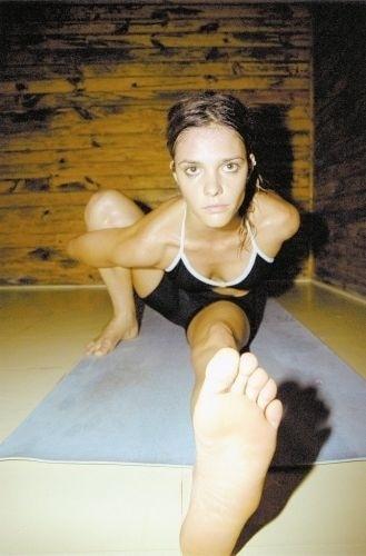 Fernanda Lima em posição de Ashtanga; a modelo é praticante de Ioga (25/4/02)