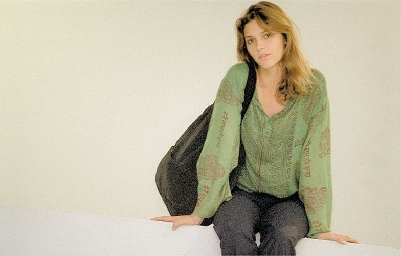 Fernanda Lima posa para fotografia (2002)
