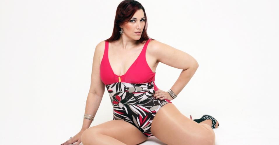 Monica Casareggio posa para editorial de moda inspirado na cantora Madonna (junho/2012)
