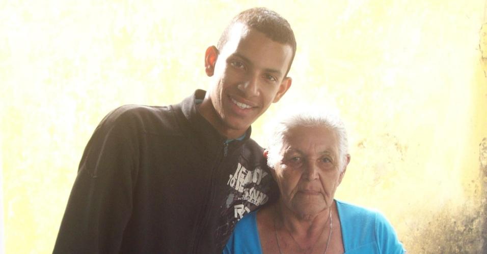 """""""Dupla emoção nesta foto: Primeiro, porque minha avó aceitou tirar foto, essa é uma das poucas que temos dela, pois não curte fotos."""