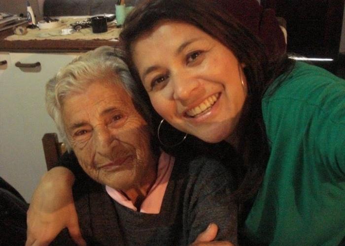 """Gisele Oliveira Miranda demonstra seu amor pela avó Lalica: """"A mais querida , te amo para todo o sempre""""."""