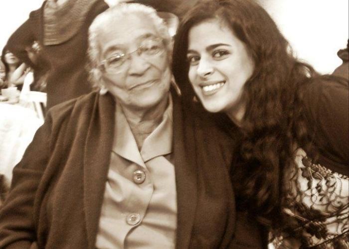 Maiara, de Guarulhos (SP), envia foto ao lado de sua avó Rozilda.