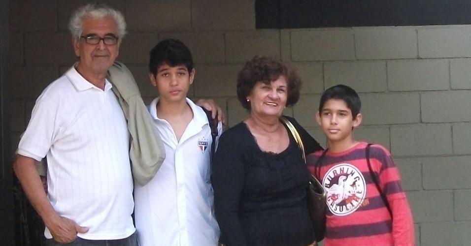 Os avós Ivan e Nancy saíram do Rio de Janeiro apenas para assistir ao jogo de futebol dos netos Raphael Augusto e Nickolas Arthur, em São Paulo.