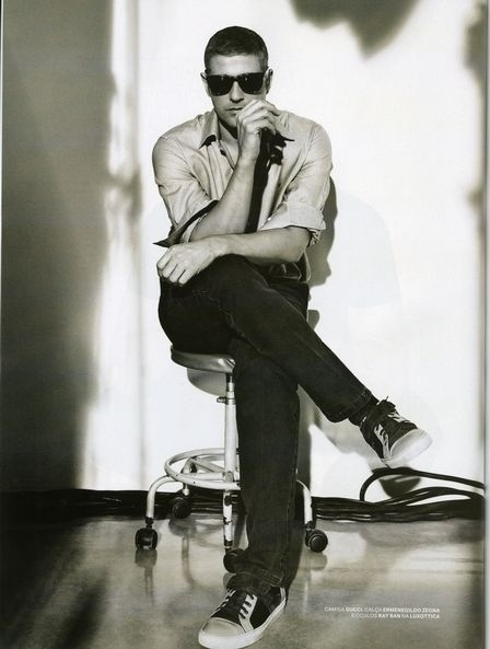 """Reynaldo Gianecchini surge mais bonito do que nunca com os cabelos ao natural, como George Clooney, na revista """"RG Vogue"""" (julho/2012). """"Viver é uma grande ilusão, não temos controle sobre nada, tudo não passa de uma grande brincadeira. Nada é absoluto"""", conta o ator, que pensa em voltar à faculdade"""