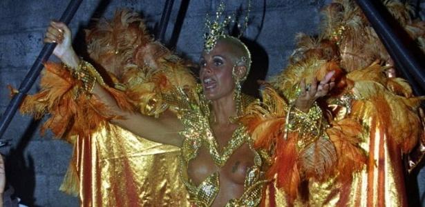 Em 1994, Monique Evans desfilou na escola União da Ilha do Gonernador no Carnaval no Rio de Janeiro