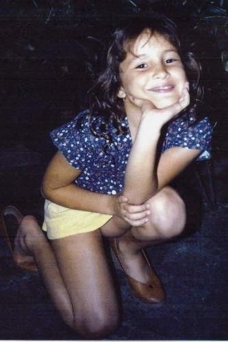 Quem convive com a cantora afirma que Claudinha gosta de ser fotografada desde criança (1988)