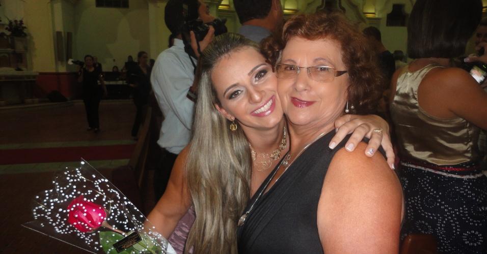"""Ana Lúcia Magalhães posa ao lado da avó Maria José Magalhães, em Belo Horizonte (MG). """"Tenho um imenso carinho pela minha avó querida. Ela está sempre presente nos momentos mais felizes da minha vida!""""."""