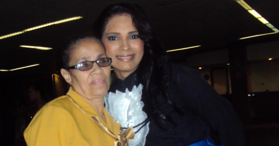 """""""Vó, você é divina e graciosa, a vovó mais formosa das avós. Te amo e muito obrigada por ter me dado o privilégio de entrar comigo na minha formatura"""", diz Marcela Cerqueira, de Salvador (BA), sobre sua avó Editie Cerqueira."""
