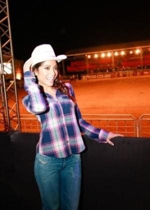 A ex-BBB Maria Melilo, vencedora da 11ª edição do reality, marcou presença durante o feriado no Rodeio de Itu (SP). A bela esteve em um camarote do evento, onde brincou com o público, distribuiu brindes e curtiu o show da dupla sertaneja Victor e Léo (7/9/11). Veja mais fotos da ex-BBB.