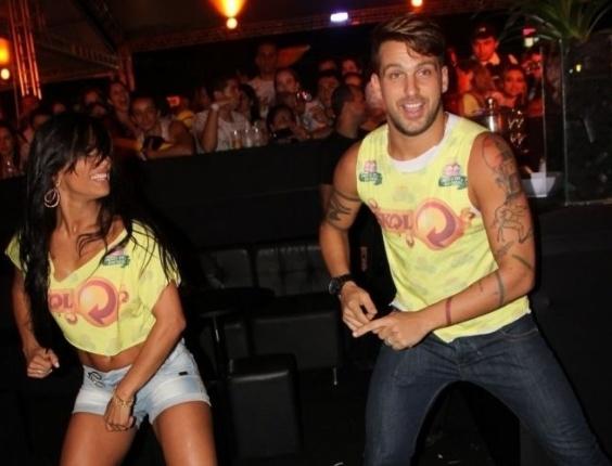 Ex-BBBs Kelly e Diogo Pretto dançam passos de axé durante o Axé Brasil (14/4/12)