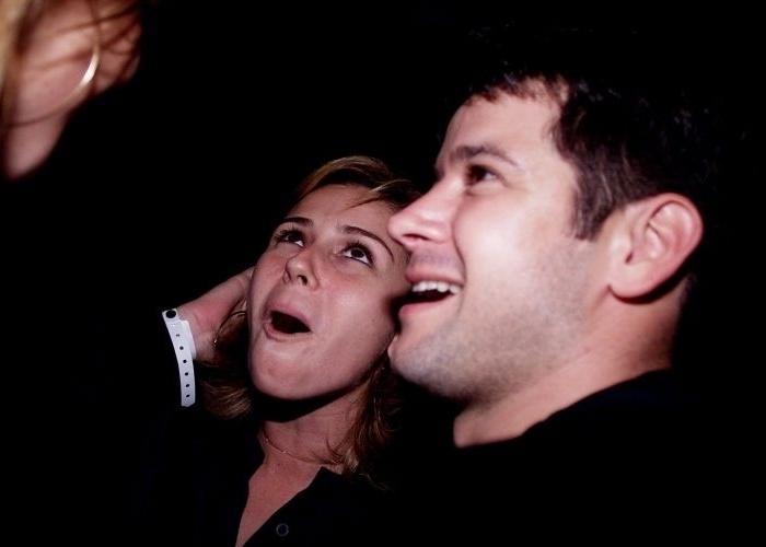 10.jan.2004 - A atriz Giovanna Antonelli e o ator Murilo Benício se divertem durante a reinauguração da casa noturna Noites Cariocas, no Morro da Urca, no Rio de Janeiro