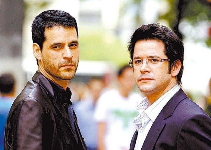 """3.nov..2006 - Bruno Garcia e Murilo Benício durante gravação de cena da novela """"Pé na Jaca"""", da Globo, em hotel de São Paulo"""