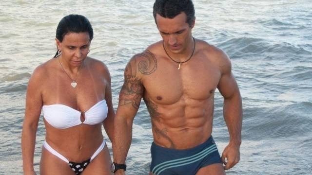 Em maio de 2011, Gretchen foi clicada ao lado do sarado personal trainner Alexandry Mangueira. Os dois nem chegaram a assumir o status de relacionamento até este pretendente fazer parte do histórico de companheiros