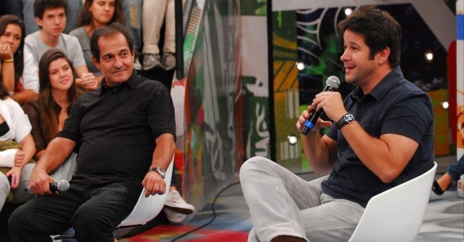 """26.mar.2011 - Muricy Ramalho (esq.) e Murilo Benício (dir.) participam do """"Altas Horas"""""""