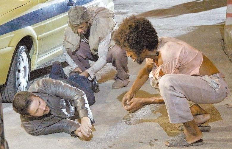 """6.fev.2010 - Murilo Benício (à esq.) vive o tenente Wilson em gravação externa de """"Força-Tarefa"""", série da rede Globo"""