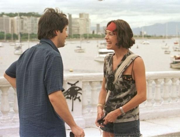 """2.fev.2000 - Murilo Benício e Carolina Ferraz em cena do filme """"Amores Possíveis"""" da diretora Sandra Werneck, na Urca, Rio de Janeiro"""
