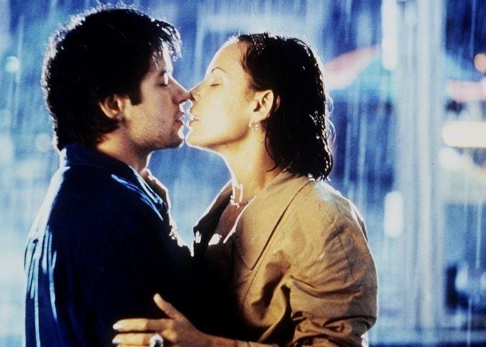 """30.dez.2000 - Murilo Benício e Carolina Ferraz em cena do filme """"Amores Possíveis"""", de Sandra Werneck"""