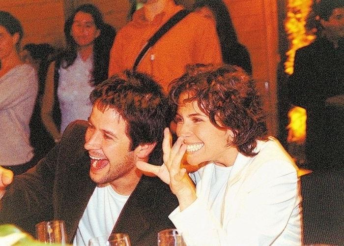 21.mai.2003 - Murilo Benício e Giovanna Antonelli durante o leilão que inaugurou o Instituto Criar de TV e Cinema, ONG criada por Luciano Huck, no hotel Unique, em São Paulo