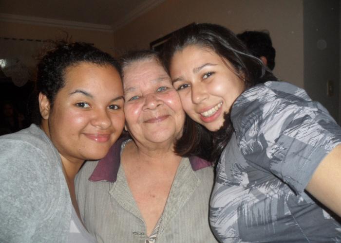 As netas Mahisa e Lucihelen Batagia homenageam a vovó Lúcia. Elas são de Magé (RJ).