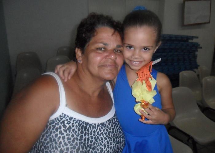 Bárbara, mãe da garotinha Anny Leite Bacelar conta que a neta sempre diz que Luzia Severiano uma vovózona! Luiza é vovó de sete netos e de mais dois que estão a caminho