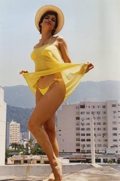 Isadora Ribeiro, que era 'Garota do Fantástico', mostra o seu biquíni em abril de 1996