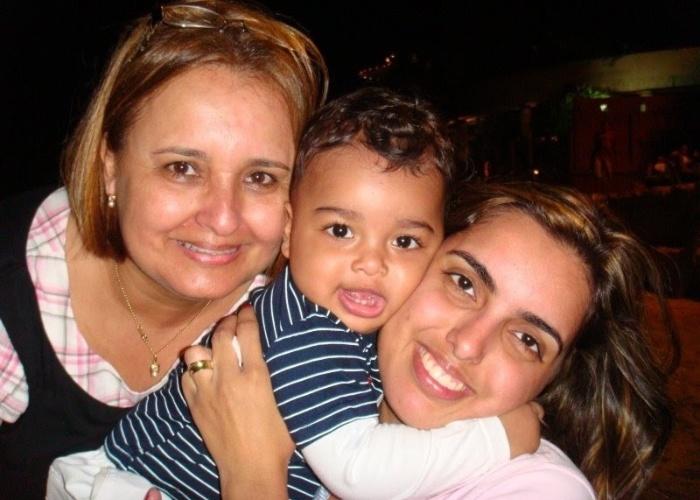 Isabele Braga, de Nilópolis (RJ), envia foto de seu filho Cauã ao lado da vovó Selma.