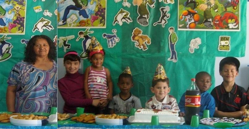 """A vovó Elnite aparece cercada dos netinhos na imagem: (da esquerda para a direita) Maria Eduarda, Camile, Eduardo, Gabriel Henrique (aniversariante), Diogo e Matheus. """"Amamos demais a nossa vovó"""", diz a trupe da festinha. Eles são de Lages (SC)"""