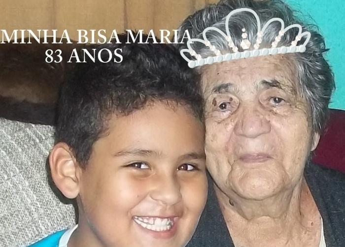 Khristhyan Henrique posa com a bisavó rainha, Maria. O dono do registro é o pai do garoto, Vidale, neto de dona Maria. Eles moram em Queimados (RJ).