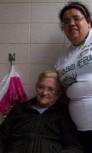 """""""Minha avó é uma fofa"""", conta Karina sobre dona Irene. Elas moram na Praia Grande (SP)."""