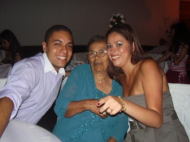 """""""Esta é a foto da nossa avó, tão querida e de coração enorme que sempre cabe mais netos e netas. Amamos você, dona Maria"""", declaram os netos Paulo Roberto e Cristina Silva. Eles vivem na capital paulista."""