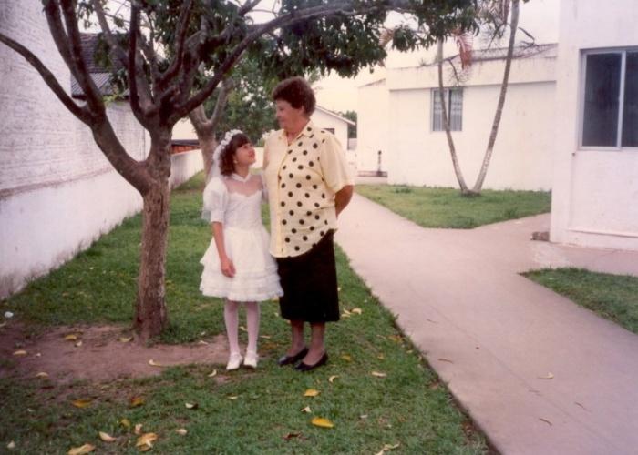 Luana Bernardi conta que a nona Maria Branchel já é falecida há dez anos, e que continua sentindo um amor enorme pela avó. A internauta revela que esta é a única fotografia que tem ao lado de dona Maria. Ela é de Itajaí (SC).
