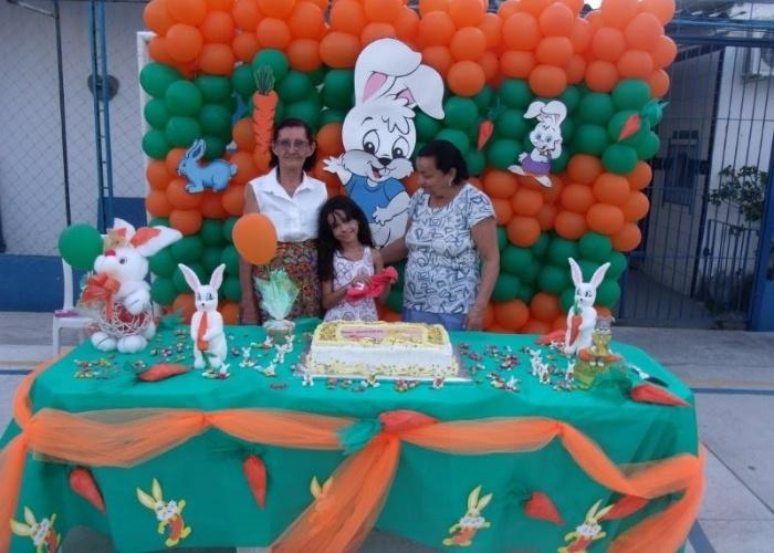Maria Júlia posa para foto com as vovós Cleonice e Alzeny, em Recife (PE).
