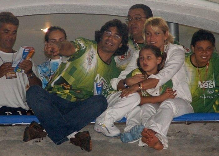 12.fev.2005 - Da esq. para a dir.: Luciano Szafir, Sasha, e Xuxa no camarote da escola de samba Grande Rio, na Marquês de Sapucaí, no Rio