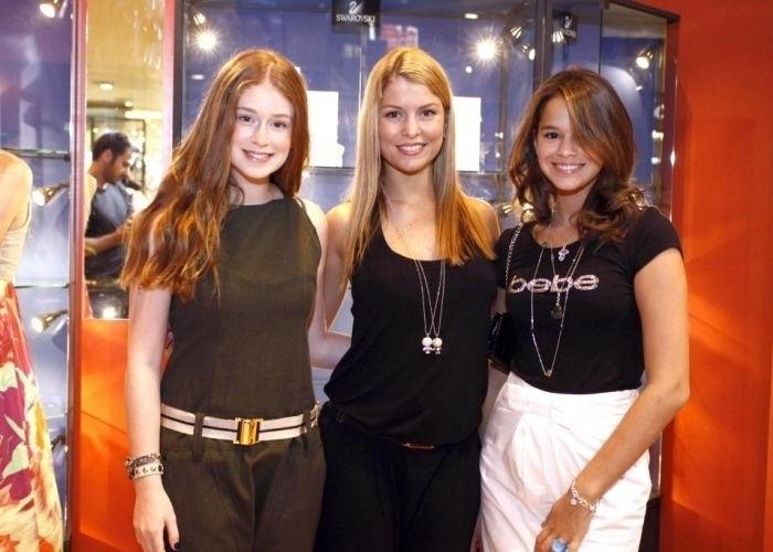 19.mar.2010 - Aos 14 anos, Bruna Marquezine participa de desfile de moda no Rio. Na foto, ela aparece ao lado das atrizes Marina Ruy Barbosa e Bárbara Borges, que estavam presentes no evento