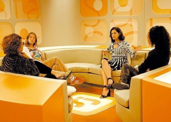 """Em maio de 2005, Luana Piovani passa a fazer parte do programa """"Saia Justa"""", da GNT, ao lado de Betty Lago, Monica Waldvogel e Márcia Tiburi (13/5/05)."""