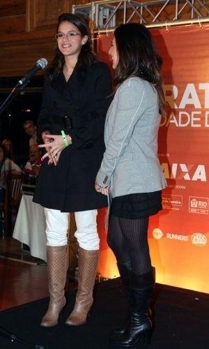 19.jul.2010 - Bruna Marquezine participa de evento beneficente no Rio de Janeiro