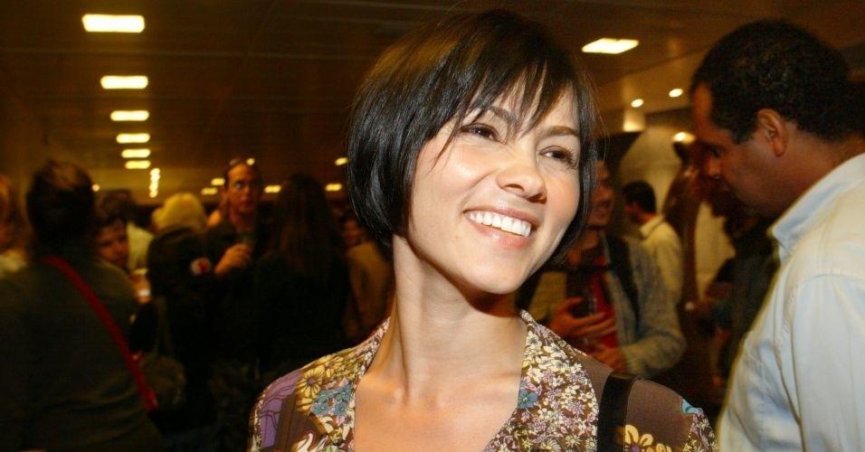 """Já envolvida com o teatro, Suzana Alves comparece à pré-estreia da peça """"A Pedra do Reino"""", em 2006, e exibe um visual bem diferente da época de Tiazinha."""