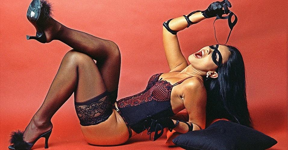 Suzana Alves interpretando Tiazinha, a personagem que lhe deu destaque (1999).